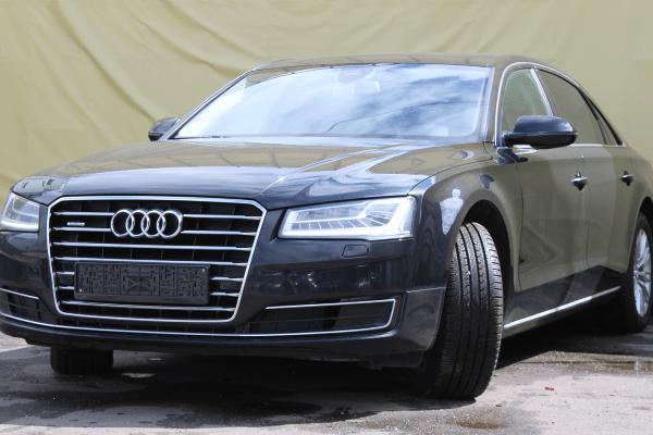 Audi A8 Long 3.0 AT